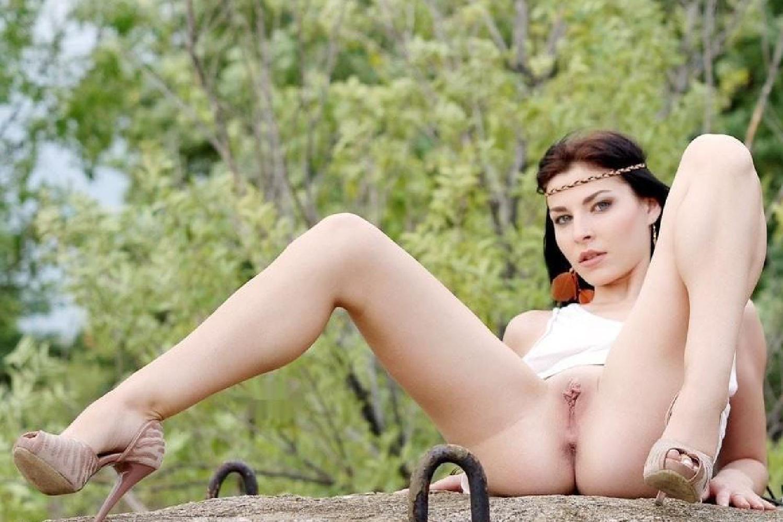 Фото девушка широко раскинула ноги 3 фотография